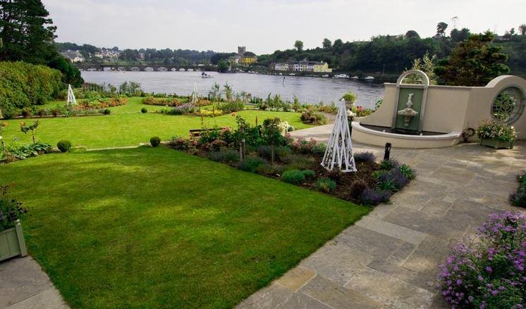 Lakeside Hotel Garden