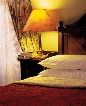 The Arbutus Hotel Guestroom