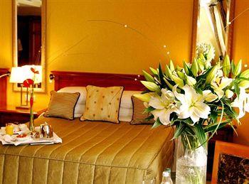 International Hotel Killarney Guestroom
