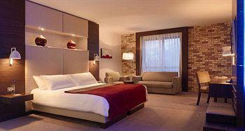 Absolute Hotel Guestroom