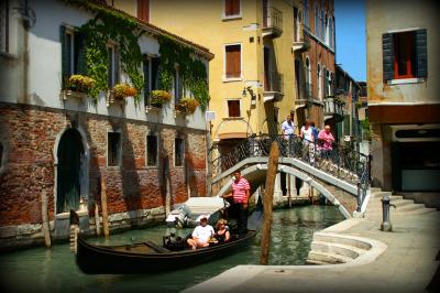 Venice Gondola: A Taste of Venice Vacation Package