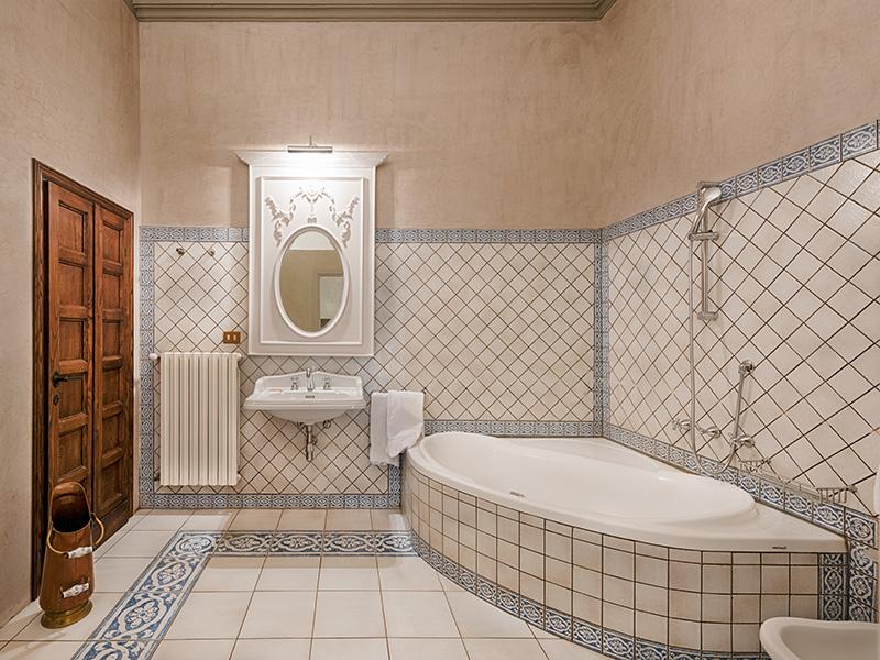 Villa Casagrande - Guest En-Suite Bathroom